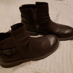 Never worn Ugg Boots 11